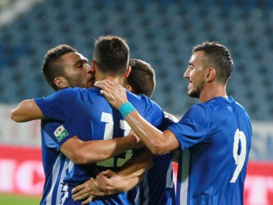 Jucatorii echipei Pandurii Targu Jiu se bucura dupa marcarea unui gol in meciul de fotbal dintre Pandurii Targu Jiu si CS U Craiova din etapa 1 a Ligii 1, disputat pe stadionul Municipal din Drobeta-Turnu- Severin, vineri, 22 iulie 2016.