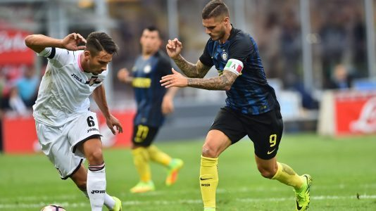 Palermo's Italian defender Edoardo Goldaniga (L) vies for the ball with Inter Milan's Argentinian forward Mauro Icardi during the Italian Serie A football match Inter Milan versus Palermo at the San Siro Stadium in Milan on August 28, 2016.   / AFP / GIUSEPPE CACACE        (Photo credit should read GIUSEPPE CACACE/AFP/Getty Images)