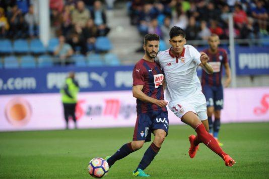 Deportes. Partido de Primera División de fútbol entre el Eibar y el Sevilla en el campo de Ipurua. Eibar. (17-9-2016). Foto: Félix Morquecho.
