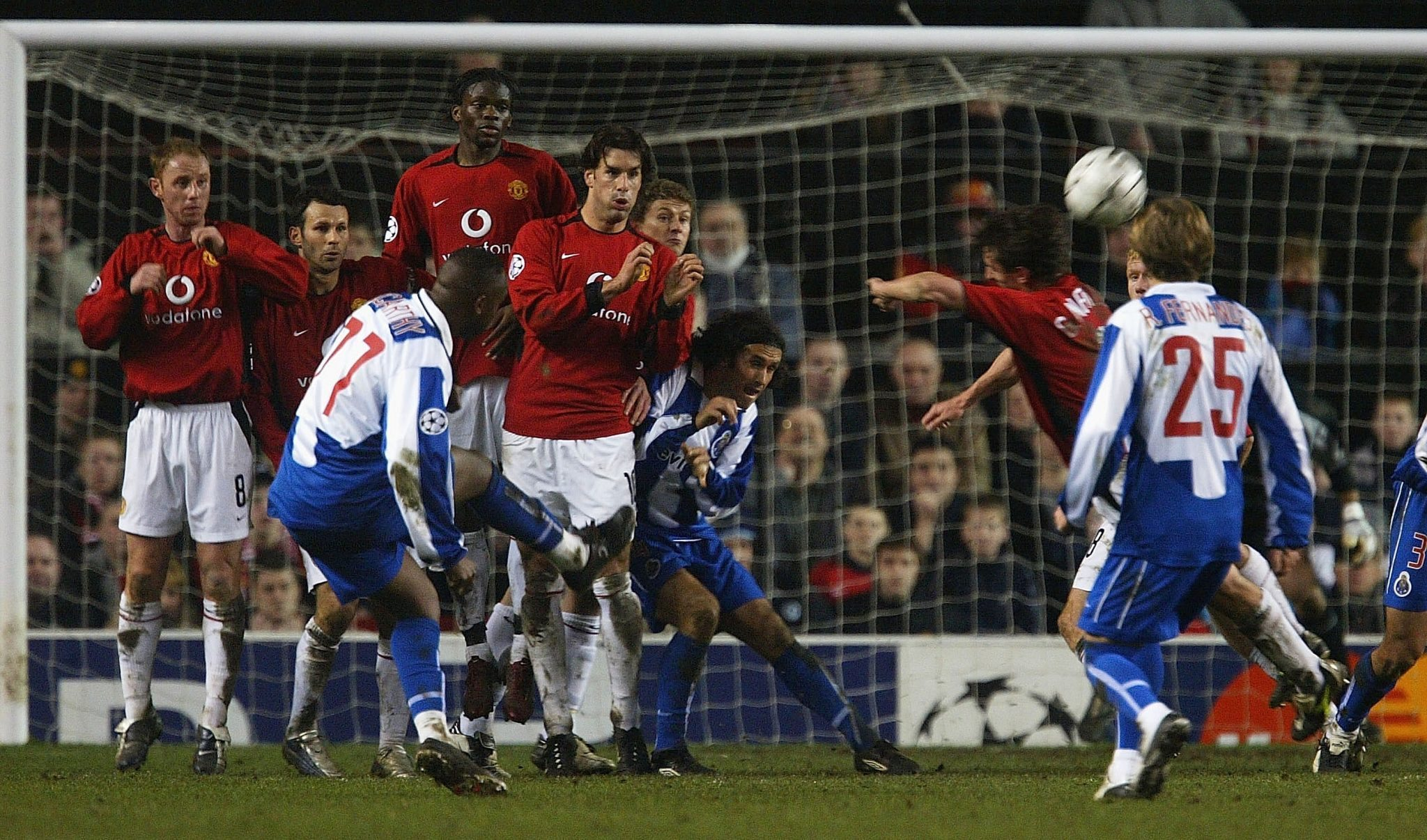 MANCHESTER, ENGLAND - MARCH 9: Benni McCarthy of FC Porto takes a free kick which leads to a goal from team mate Costinha during the UEFA Champions League match between Manchester United and FC Porto at Old Trafford on March 9, 2004 in Manchester, England.  (Photo by Laurence Griffiths/Getty Images) *** Local Caption *** Benni McCarthy